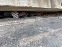 Xe container bất ngờ lật ngang, đè chết 2 phụ nữ cùng bé trai 2 tuổi