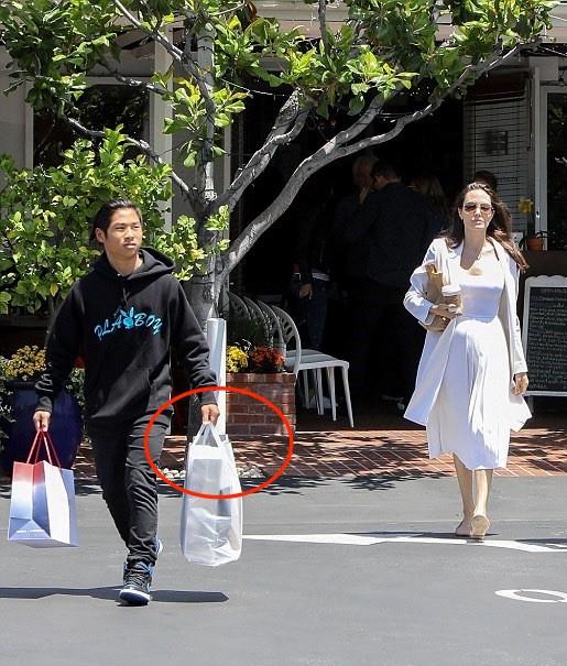 Nhờ hành động đặc biệt này, Pax Thiên là đứa con được Angelina Jolie yêu thương nhất-7