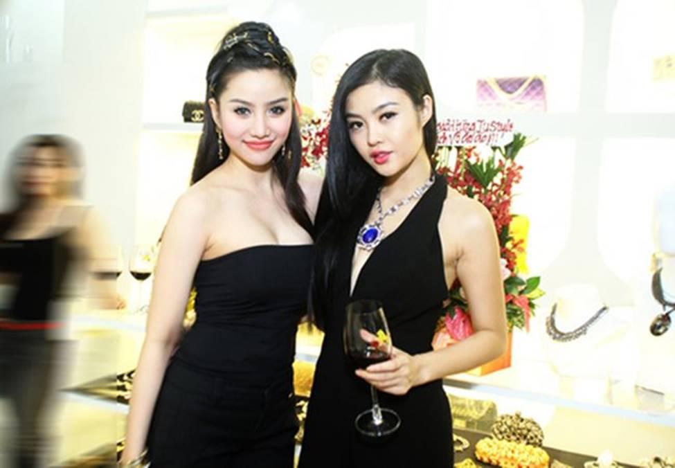 2 hot girl ăn chơi nhất Sài Thành: Sau ly hôn còn gợi cảm gấp bội-2