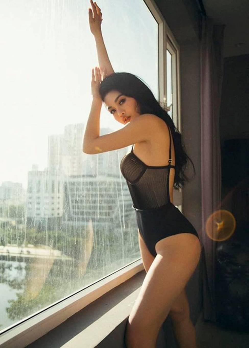 2 hot girl ăn chơi nhất Sài Thành: Sau ly hôn còn gợi cảm gấp bội-11