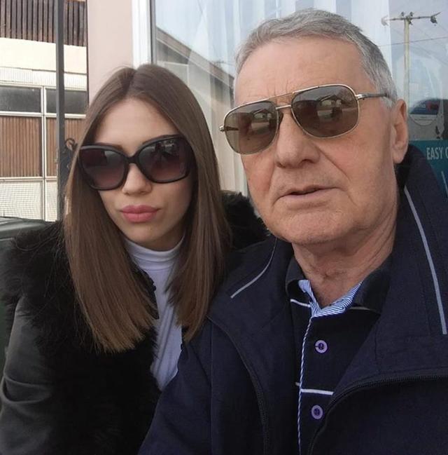 Cô gái 21 kết hôn với cụ ông 74: Chuyện chăn gối của anh ấy như trai trẻ-4