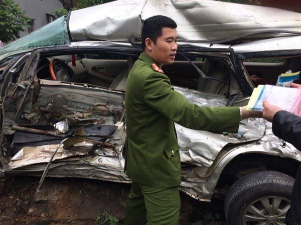 """Xe tải điên"""" tông trúng Innova chở 8 người, cháu bé Hàn Quốc tử vong-2"""