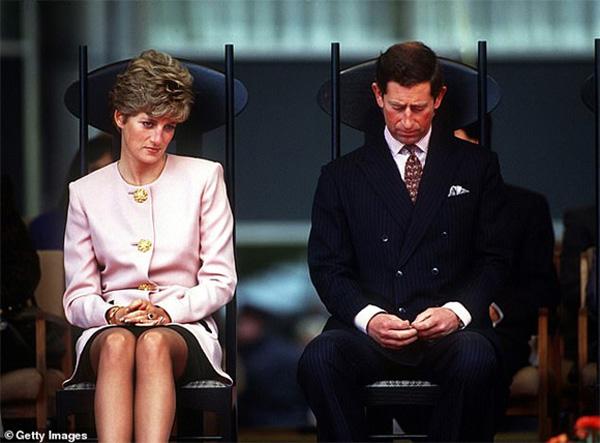 Tiết lộ mới gây chú ý: Công nương Diana và Thái tử Charles đã cùng bật khóc khi ký vào đơn ly hôn vì lý do này-1