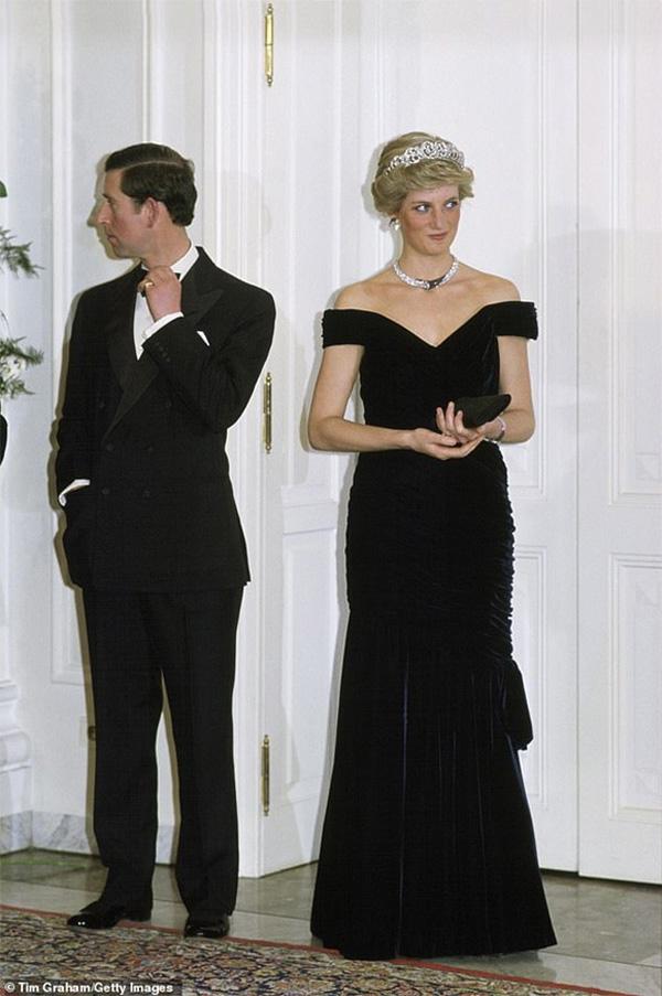 Tiết lộ mới gây chú ý: Công nương Diana và Thái tử Charles đã cùng bật khóc khi ký vào đơn ly hôn vì lý do này-3