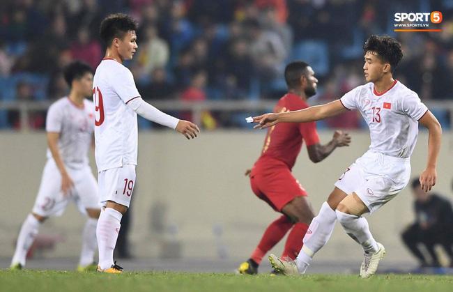 Bật mí mảnh giấy HLV Park Hang-seo nhắc bài Quang Hải trước khi U23 Việt Nam ghi bàn vào lưới Indonesia-1