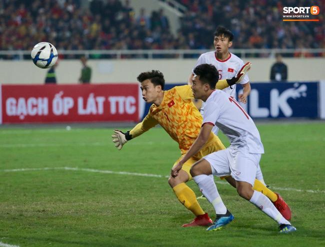 Bật mí mảnh giấy HLV Park Hang-seo nhắc bài Quang Hải trước khi U23 Việt Nam ghi bàn vào lưới Indonesia-6