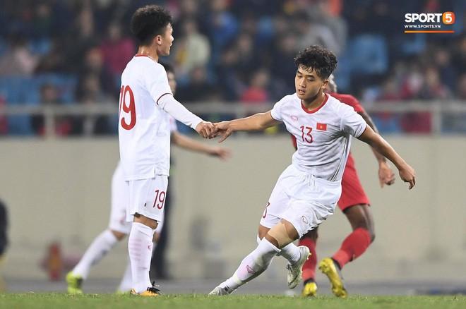 Bật mí mảnh giấy HLV Park Hang-seo nhắc bài Quang Hải trước khi U23 Việt Nam ghi bàn vào lưới Indonesia-2
