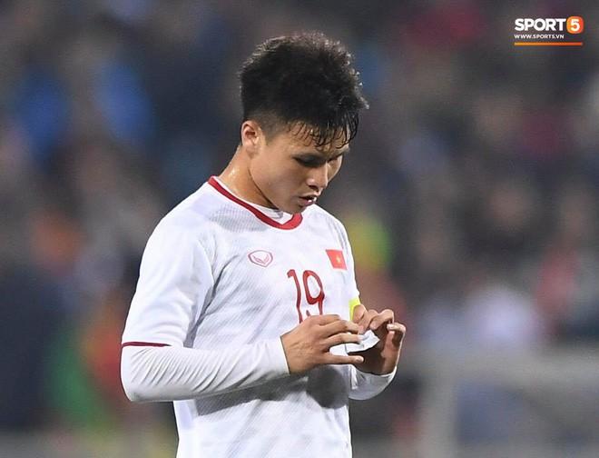 Bật mí mảnh giấy HLV Park Hang-seo nhắc bài Quang Hải trước khi U23 Việt Nam ghi bàn vào lưới Indonesia-3
