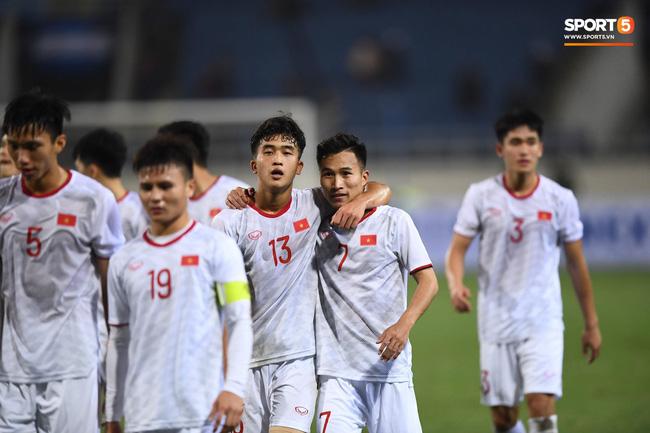 Bật mí mảnh giấy HLV Park Hang-seo nhắc bài Quang Hải trước khi U23 Việt Nam ghi bàn vào lưới Indonesia-9