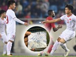 U23 Việt Nam cười giòn giã, đón vị khách đặc biệt trên sân tập-13