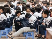 Buổi chào cờ lặng lẽ và phút mặc niệm ở mái trường nơi 8 em học sinh đuối nước thương tâm