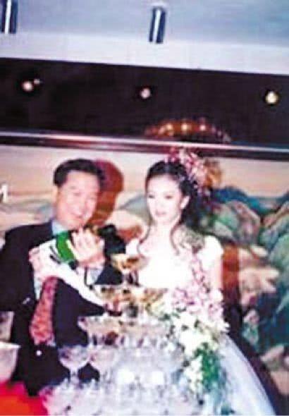 Vương Diễm: Từng nổi tiếng cùng Triệu Vy nhưng dừng lại ở đỉnh cao, giờ đây vì trả nợ cho chồng mà tái xuất-14