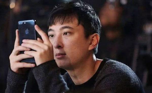 Cuộc sống quá khác biệt của giới con nhà giàu Trung Quốc dù cùng ngậm thìa vàng: Người một bữa ăn hết 5.000 USD, người không xe phải đi tàu điện ngầm-2
