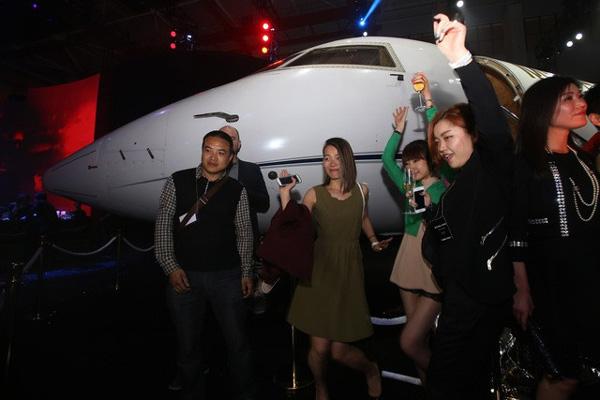 Cuộc sống quá khác biệt của giới con nhà giàu Trung Quốc dù cùng ngậm thìa vàng: Người một bữa ăn hết 5.000 USD, người không xe phải đi tàu điện ngầm-5