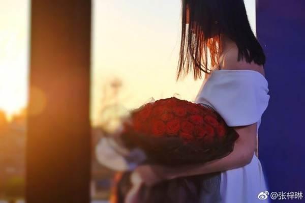 Hoa hậu thế giới Trương Tử Lâm xinh đẹp rạng ngời đón tuổi 35-2
