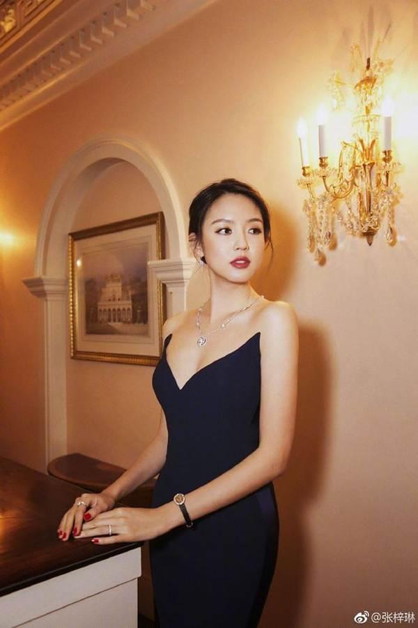 Hoa hậu thế giới Trương Tử Lâm xinh đẹp rạng ngời đón tuổi 35-9