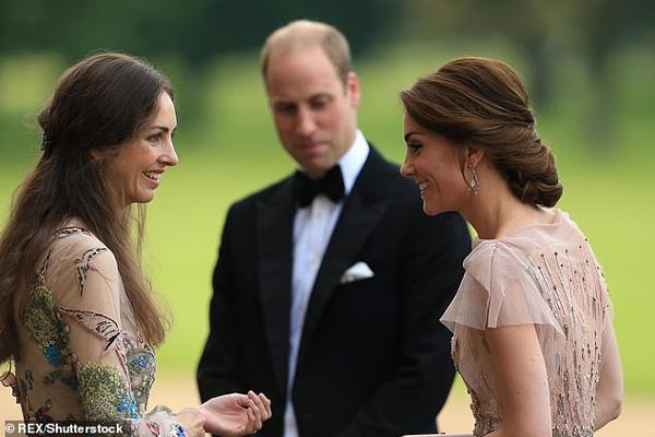 Kín tiếng trong đời tư là vậy nhưng Công nương Kate bất ngờ bị báo chí phanh phui vụ lùm xùm ruồng rẫy người bạn thân nhất của mình-1