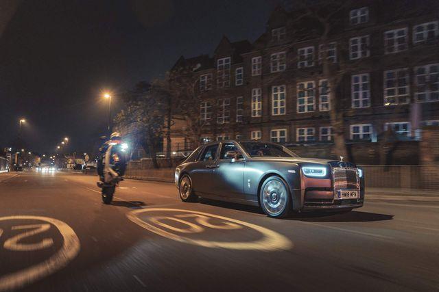 Ngày càng nhiều người mua xe Rolls-Royce để lái, chứ không phải để ngồi sau-1
