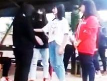 Nữ sinh lớp 8 bị 3 học sinh chặn đường đánh hội đồng
