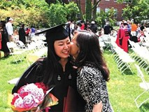 Con gái đỗ 3 trường ĐH ở Mỹ và câu trả lời của người mẹ khiến ai cũng khâm phục