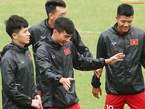 U23 Việt Nam cười giòn giã, đón vị khách đặc biệt trên sân tập