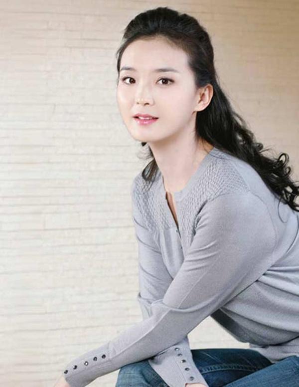 Ở tuổi U50, nàng Tình Nhi cách cách Vương Diễm trẻ đẹp như gái đôi mươi nhờ bí quyết giữ dáng này-6