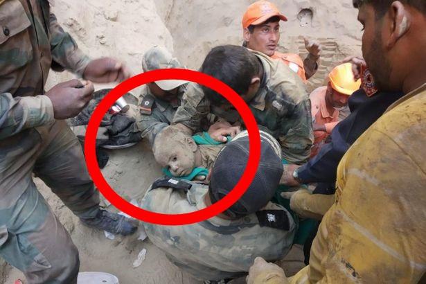 Bé trai 18 tháng tuổi rơi xuống giếng sâu 20m, hàng trăm người nỗ lực giải cứu suốt 2 ngày đêm rồi vỡ òa sung sướng khi thấy bộ dạng đứa trẻ-3