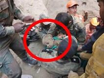 Bé trai 18 tháng tuổi rơi xuống giếng sâu 20m, hàng trăm người nỗ lực giải cứu suốt 2 ngày đêm rồi vỡ òa sung sướng khi thấy bộ dạng đứa trẻ