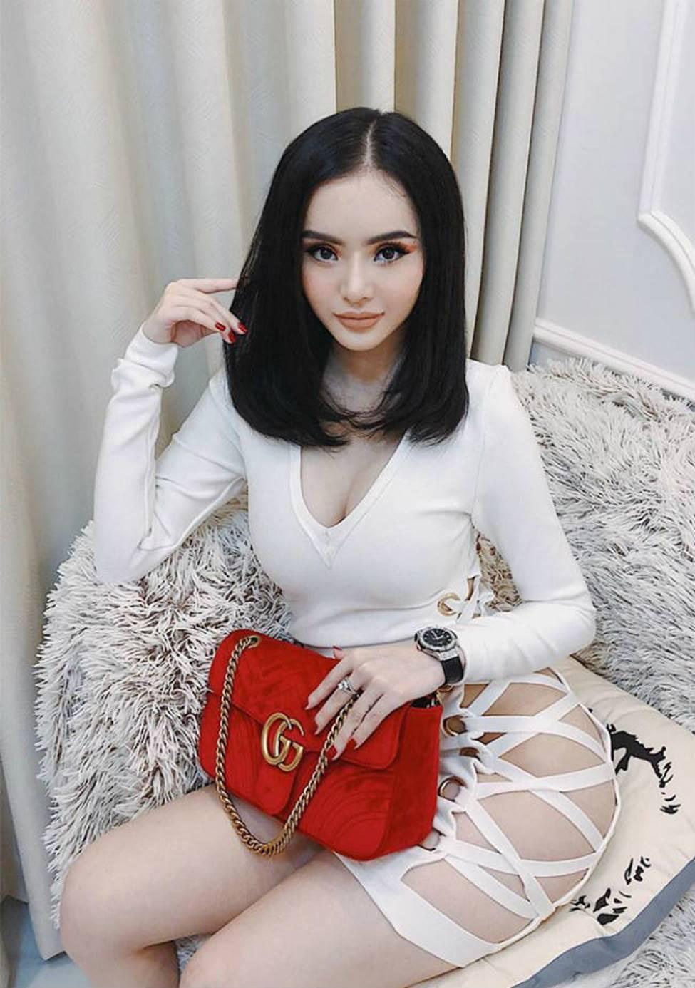 Chị em Angela Phương Trinh với gu mặc gây chú ý-15