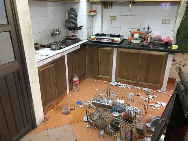 Nhìn căn bếp như hiện trường một vụ đánh nhau kinh hoàng, mẹ trẻ ngẩn ngơ khi phát hiện ra thủ phạm-1