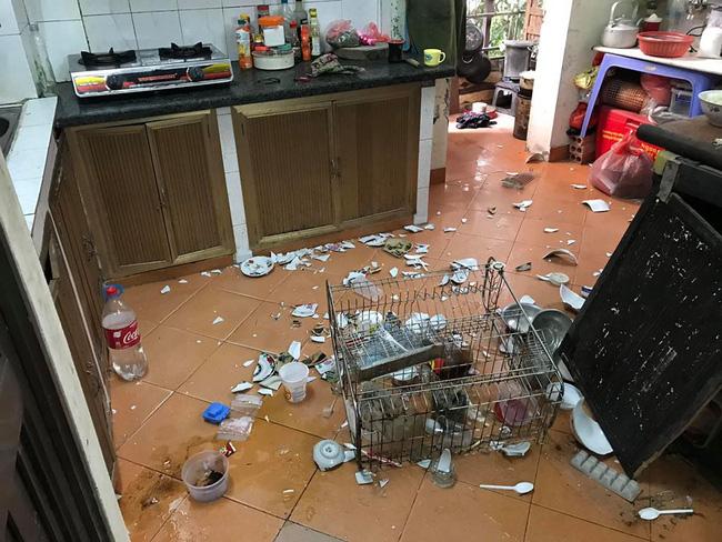 Nhìn căn bếp như hiện trường một vụ đánh nhau kinh hoàng, mẹ trẻ ngẩn ngơ khi phát hiện ra thủ phạm-2