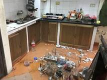 Nhìn căn bếp như hiện trường một vụ đánh nhau kinh hoàng, mẹ trẻ ngẩn ngơ khi phát hiện ra