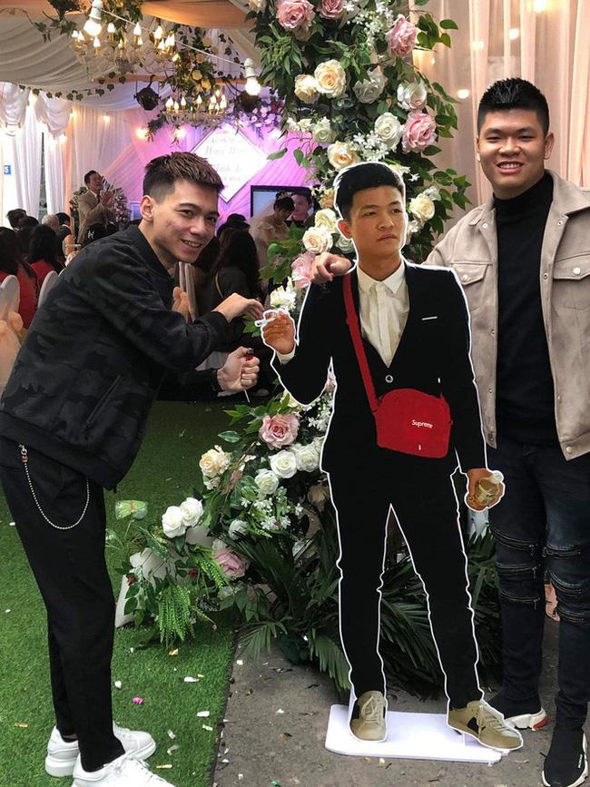 Dự đám cưới mà chẳng mất phong bì, đây là cách thanh niên xuất hiện ấn tượng ở hôn lễ bạn thân-1