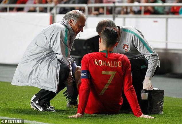 Chảy máu mũi và dính chấn thương đùi, Ronaldo buồn bã rời sân mang tới lo lắng tột cùng cho fan-5