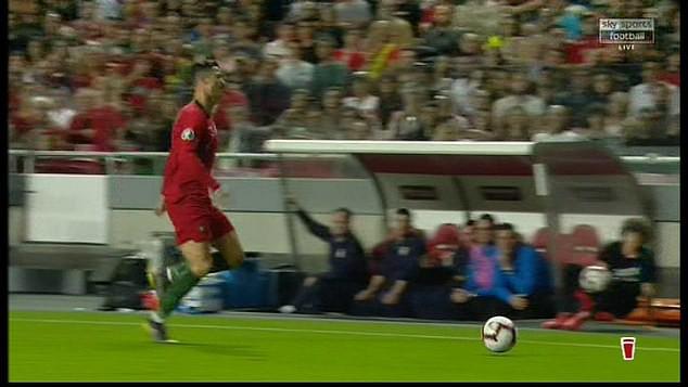 Chảy máu mũi và dính chấn thương đùi, Ronaldo buồn bã rời sân mang tới lo lắng tột cùng cho fan-4
