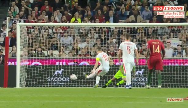Chảy máu mũi và dính chấn thương đùi, Ronaldo buồn bã rời sân mang tới lo lắng tột cùng cho fan-6