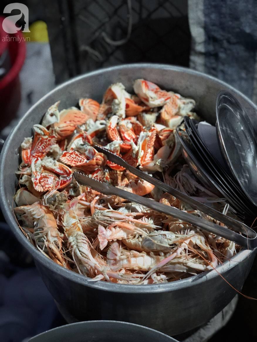 Mùa hè đi Quy Nhơn, hãy ghé ngay quán ốc siêu đông, gọi món không cần nhìn giá này: Ốc biển sang chảnh 20k/dĩa, hàu 5k/con-2