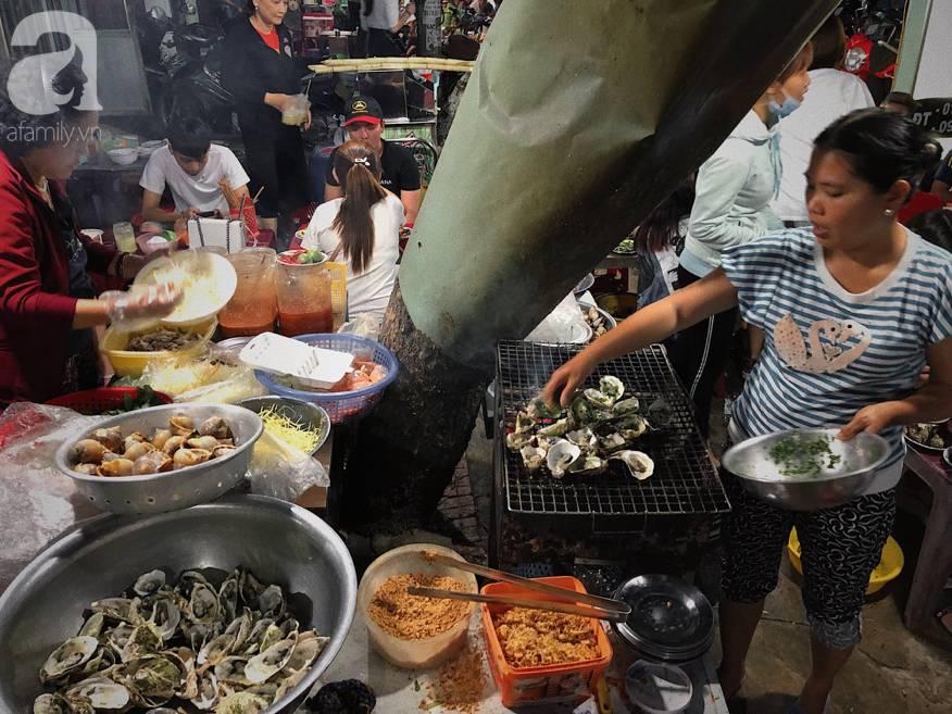 Mùa hè đi Quy Nhơn, hãy ghé ngay quán ốc siêu đông, gọi món không cần nhìn giá này: Ốc biển sang chảnh 20k/dĩa, hàu 5k/con-6