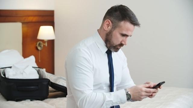 Những mẹo đơn giản để phát hiện camera quay lén giấu trong phòng khách sạn-4