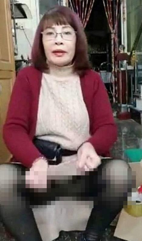 Ngày tích cực livestream đôi ba lần, cô dâu 62 tuổi ở Cao Bằng lần 2 hở nội y vì chiếc váy len bất ngờ phản chủ-1