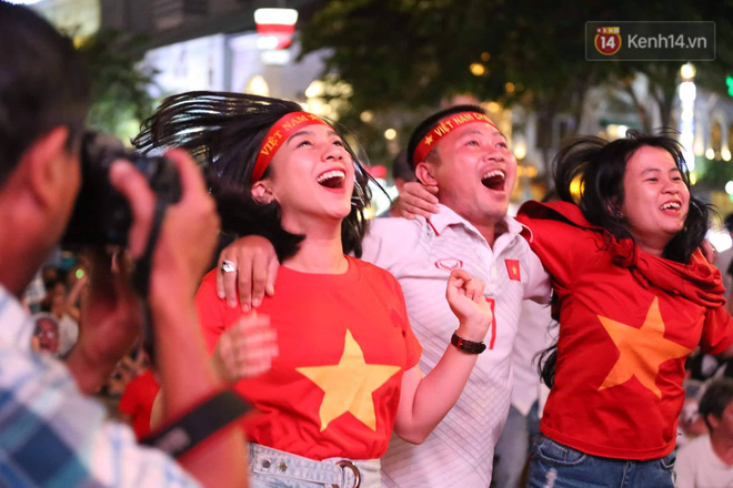 Không thể tin nổi: Thái Lan bị thủng lưới 4 lần, CĐV Việt Nam ăn mừng không kịp thở!-14
