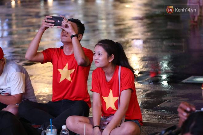 Không thể tin nổi: Thái Lan bị thủng lưới 4 lần, CĐV Việt Nam ăn mừng không kịp thở!-30