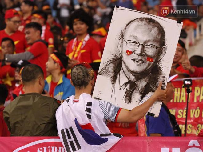 Không thể tin nổi: Thái Lan bị thủng lưới 4 lần, CĐV Việt Nam ăn mừng không kịp thở!-29
