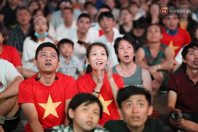 Không thể tin nổi: Thái Lan bị thủng lưới 4 lần, CĐV Việt Nam ăn mừng không kịp thở!-17
