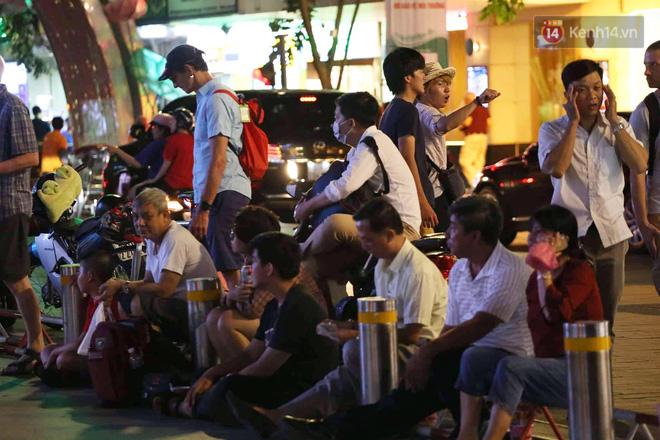 Không thể tin nổi: Thái Lan bị thủng lưới 4 lần, CĐV Việt Nam ăn mừng không kịp thở!-32