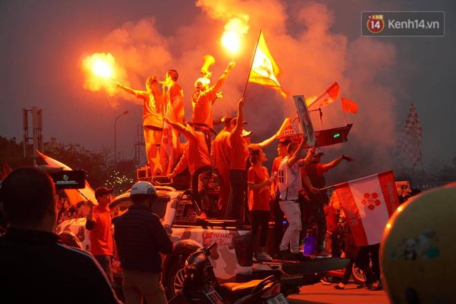 Không thể tin nổi: Thái Lan bị thủng lưới 4 lần, CĐV Việt Nam ăn mừng không kịp thở!-42