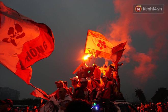 Không thể tin nổi: Thái Lan bị thủng lưới 4 lần, CĐV Việt Nam ăn mừng không kịp thở!-41