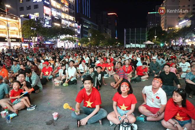 Không thể tin nổi: Thái Lan bị thủng lưới 4 lần, CĐV Việt Nam ăn mừng không kịp thở!-19