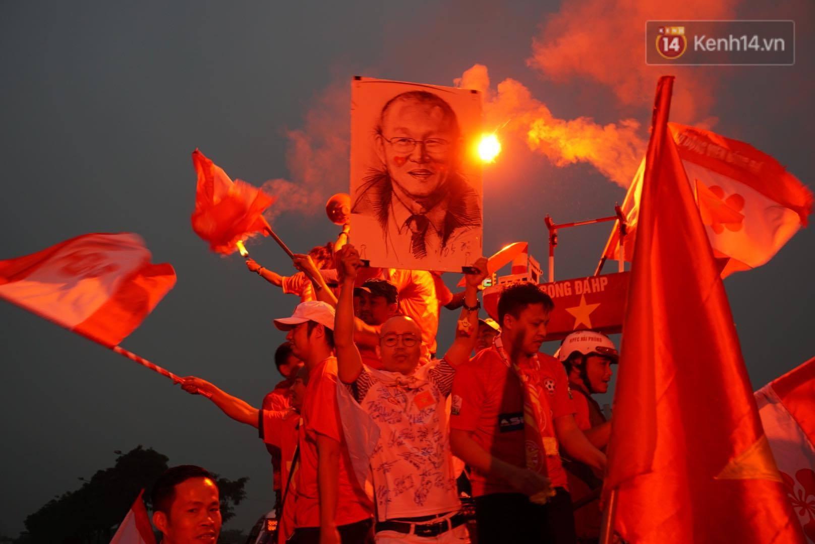 Không thể tin nổi: Thái Lan bị thủng lưới 4 lần, CĐV Việt Nam ăn mừng không kịp thở!-1