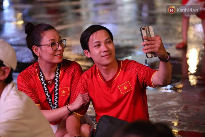 Không thể tin nổi: Thái Lan bị thủng lưới 4 lần, CĐV Việt Nam ăn mừng không kịp thở!-35